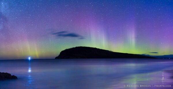 Aurora Australis. Goats Bluff, Hope Beach, South Arm, Hobart, Tasmania. Southern Lights.
